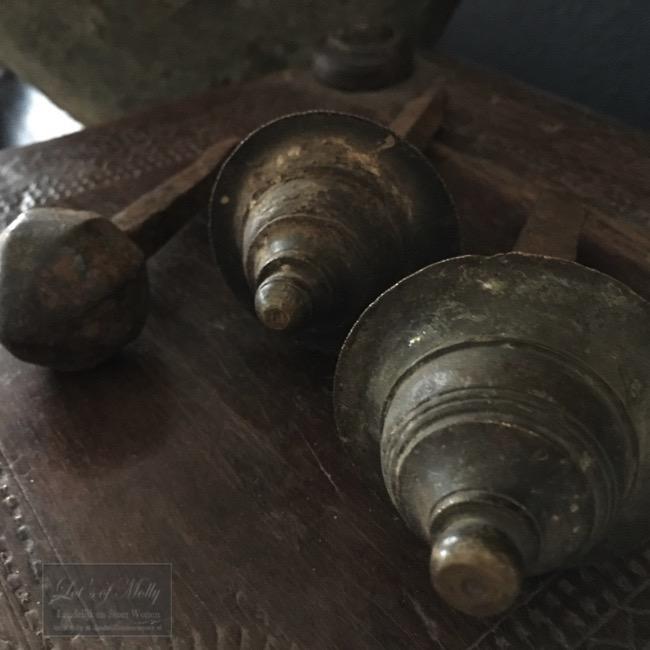 Oude koperen deurknoppen uit India
