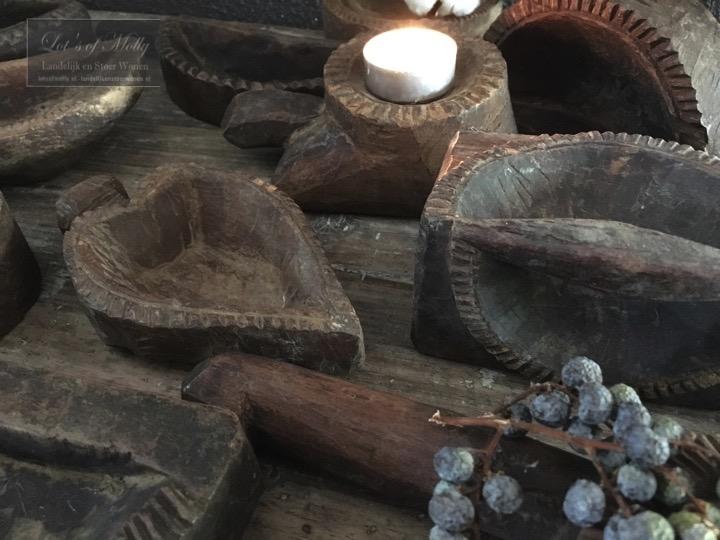 Oud houten gebaksvormen