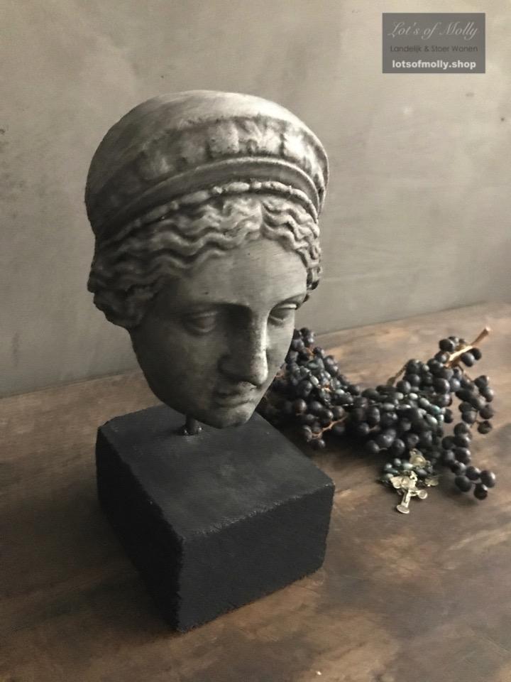 Kleine buste van Bernadette Aura Peeperkorn
