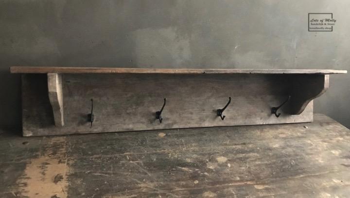 apstok gemaakt van oud hout uit China van Aura Peeperkorn