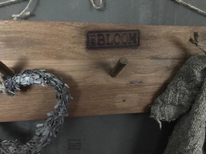 Teak houten kapstok van MrsBLOOM met 3 houten haken