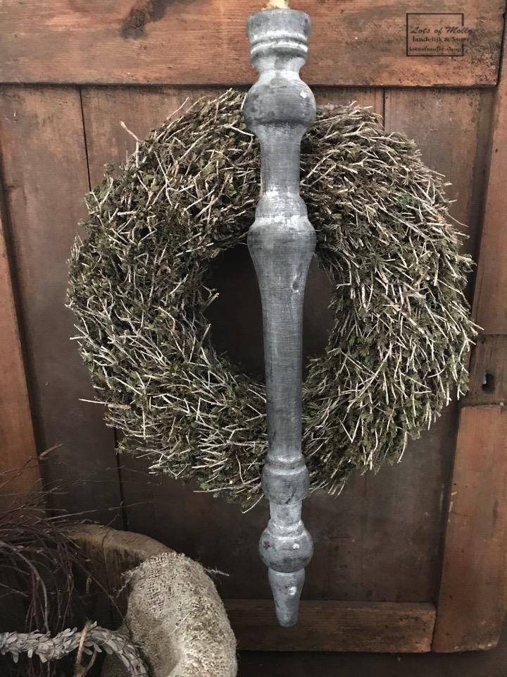 Toefhanger vergrijsd van hout