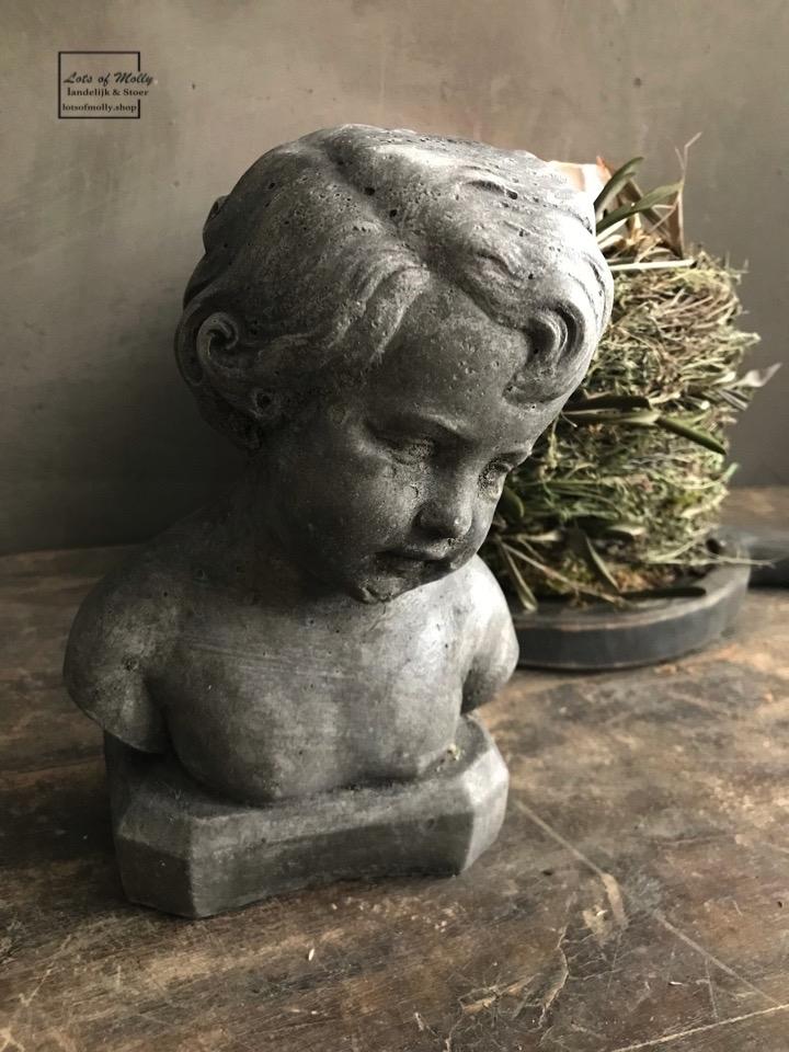"""Betonnen beeldje """"Paulientje"""" van Aura Peeperkorn"""