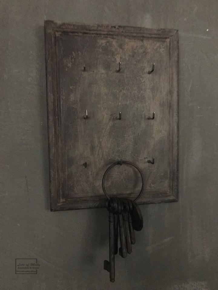 Uniek oud houten sleutelrekje met 9 haakjes