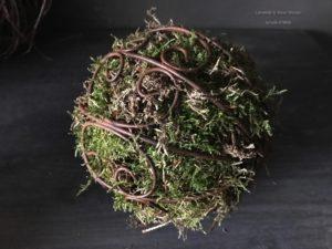 Metalen ornamenten met mos