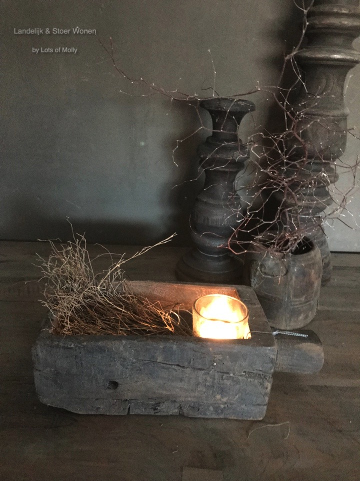 Oud houten bakje met steel van Aura Peeperkorn