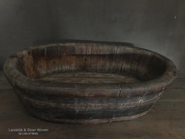 Oude houten ovale olijfbak