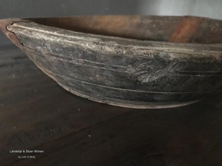 Oud houten schaal uit India