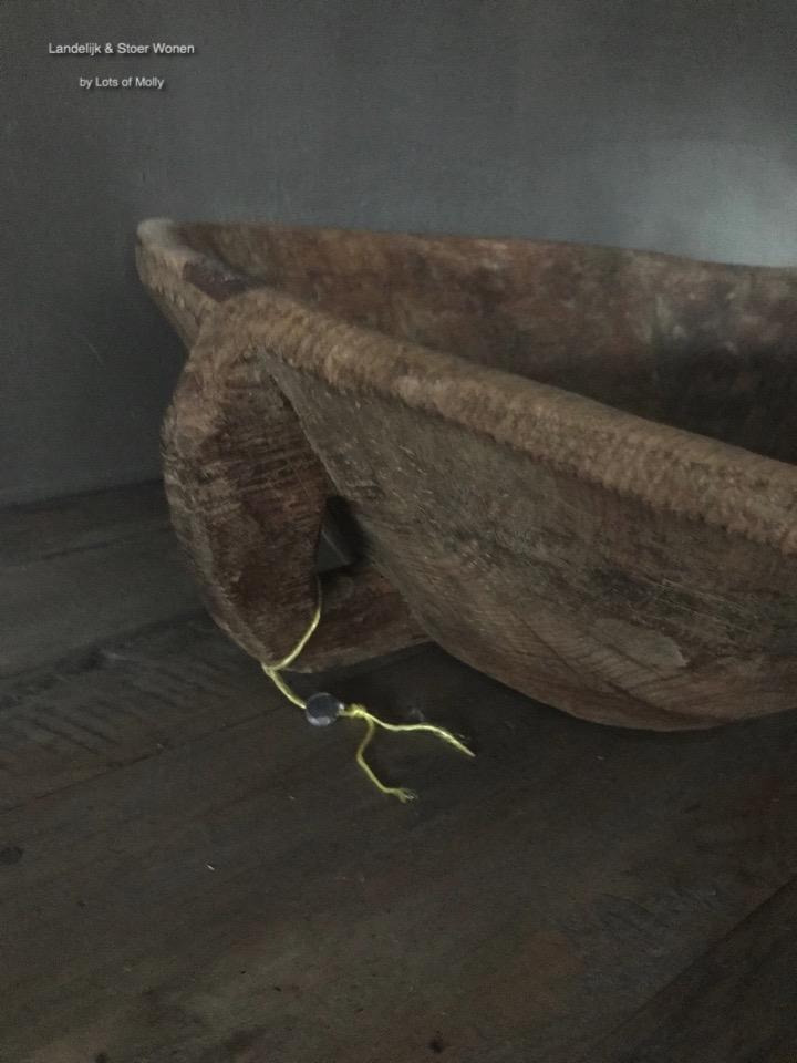 Oud houten trog