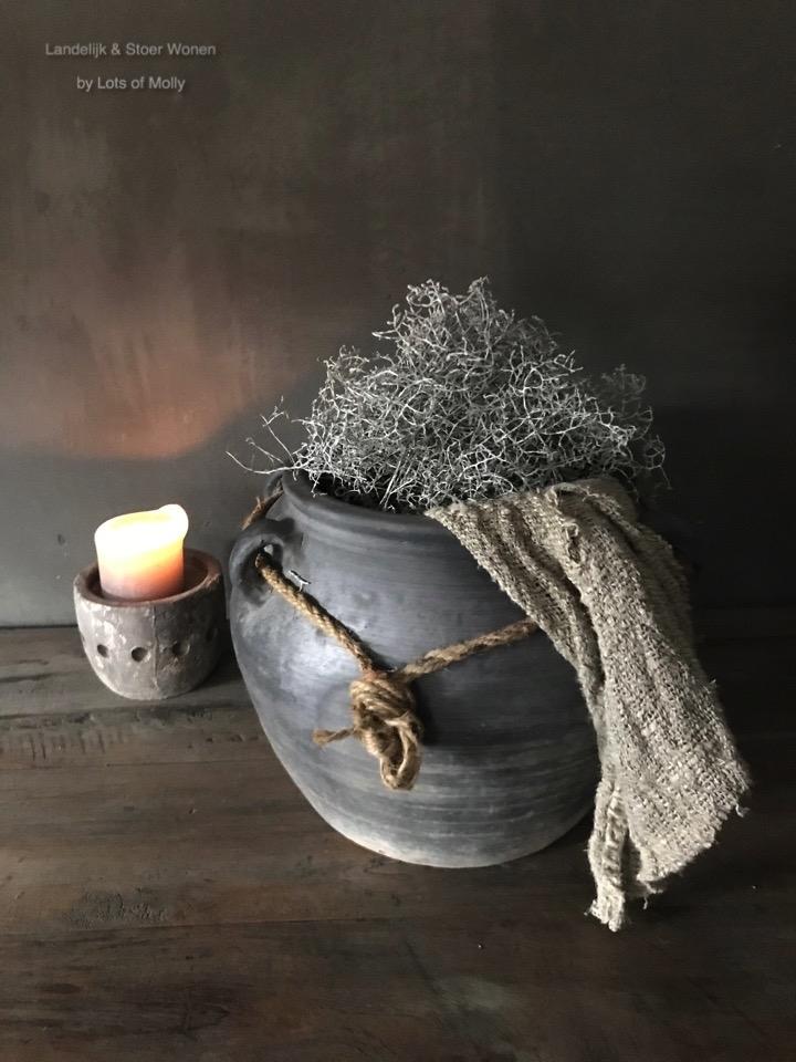 Stenen pot met touw