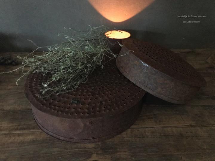 Unieke oude vintage ijzeren Indiase schaal Aura Peeperkorn