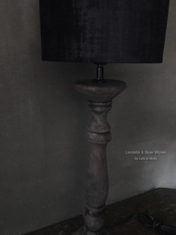 Stoere houten tafellamp inclusief kap